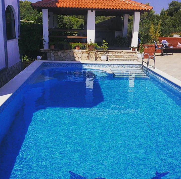 Apartment with swimming pool on island Hvar-Jelsa