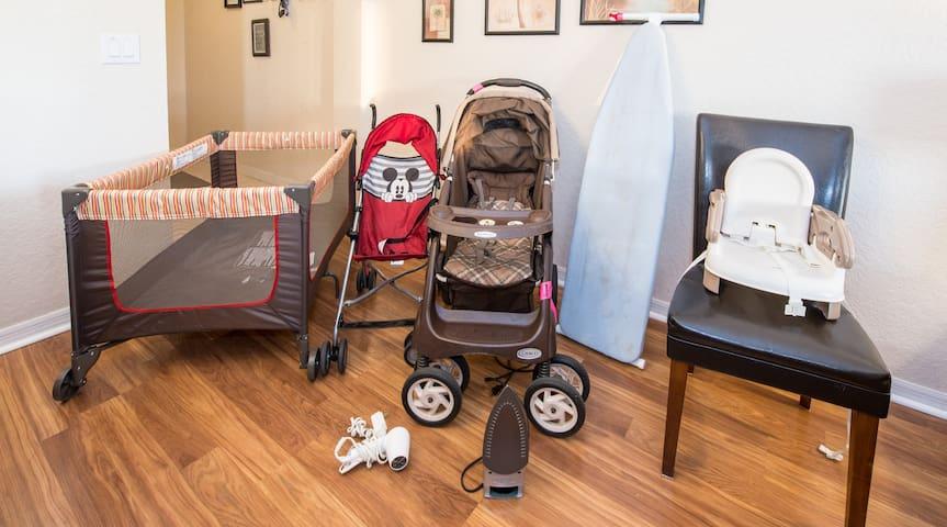 Two strollers, a high chair, car booster - Dos cochecitos, una silla alta, el refuerzo del coche