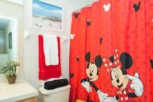 Disney themed bathroom for the kids, 2nd floor -Temáticos de Disney baño para los niños, segundo piso