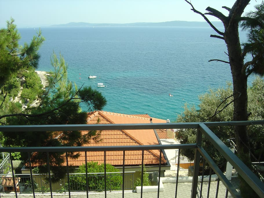 Open sea view to the islands of Brac and Solta