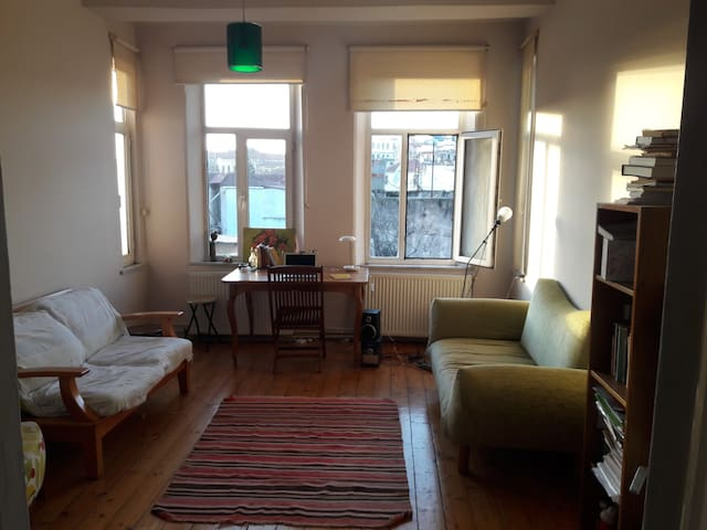 Sunny and Cozzy room in Cihangir/Taksim