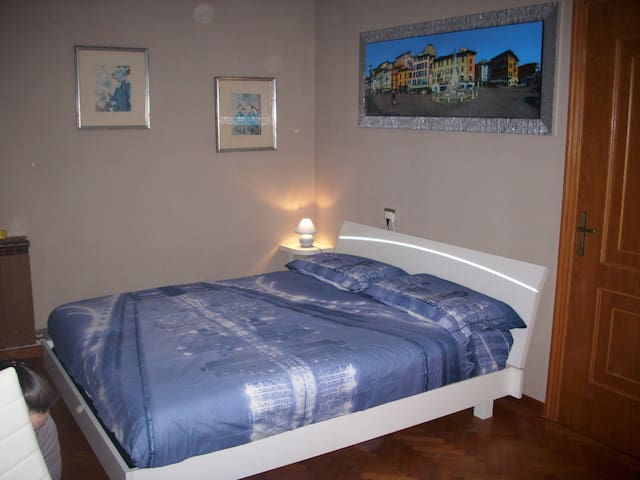 B&B APPARTAMENTO RUFHOUSE - Lovere - Bed & Breakfast