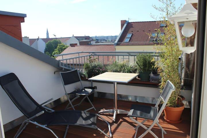 Rooftop Loft Home Mitte near Mauer Park + 2 bikes
