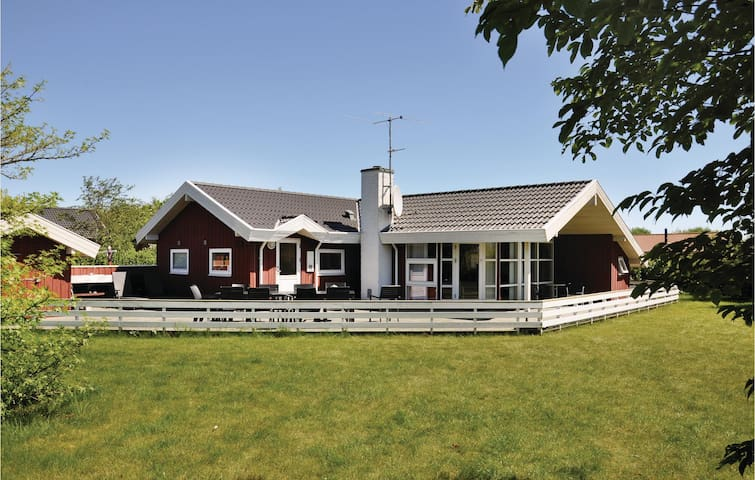 Holiday cottage with 3 bedrooms on 92 m² in Otterup