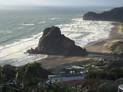 Piha cabins with great views + sunsets
