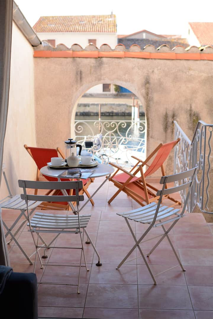 Loft style apartment on the port of Marseillan