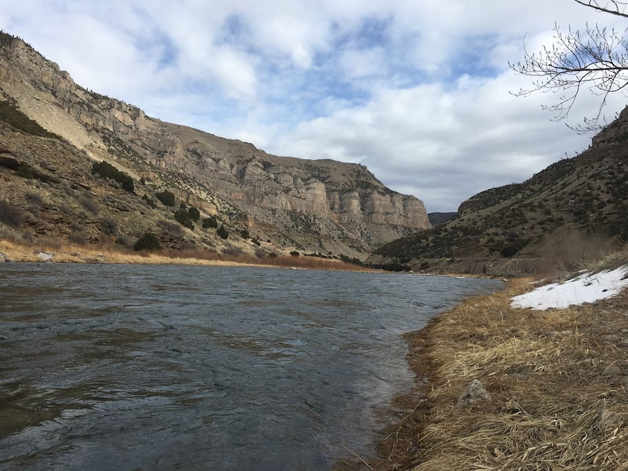 The lodge is located along the Wind River Canyon Scenic ByWay with blue ribbon tour fishing.