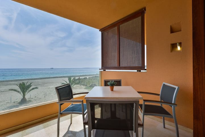 Beach Penthouse Lisa with pool in Bossa