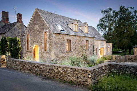 Converted Chapel in the heart of the Cotswolds