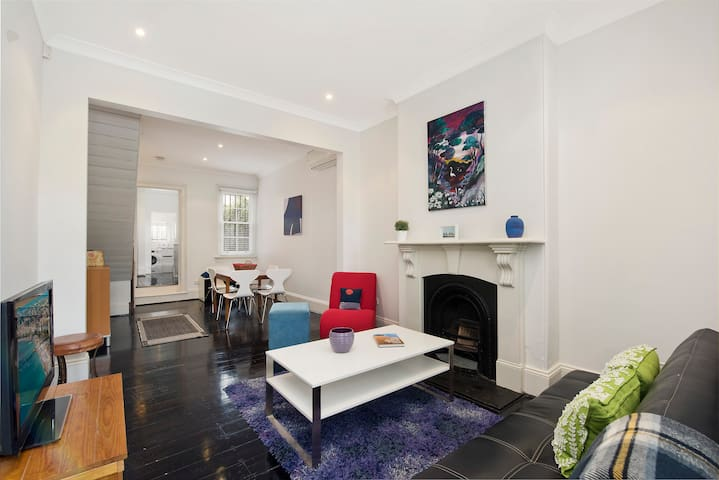 Entire 2 Bedroom Paddington Terrace