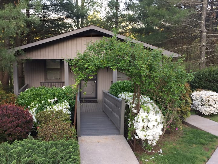Blueberry Hill Cottage