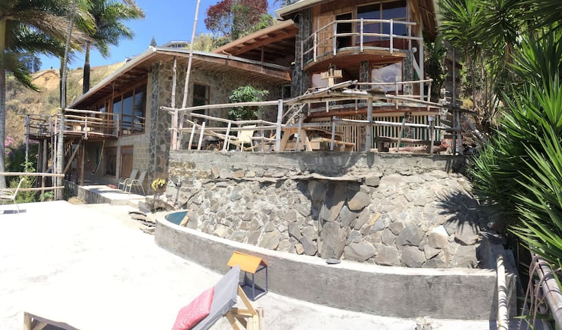 El Salto Waterfall Earthship (Cartago, Costa Rica) - Paraíso - Dům