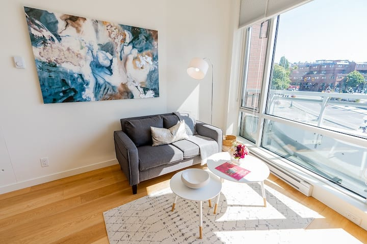 Bright & Modern Downtown Studio Apt + Harbour View