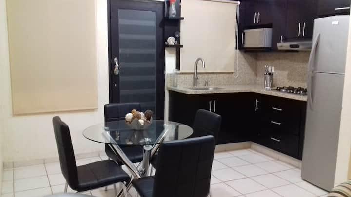 Comodísimo apartamento en sector privado!