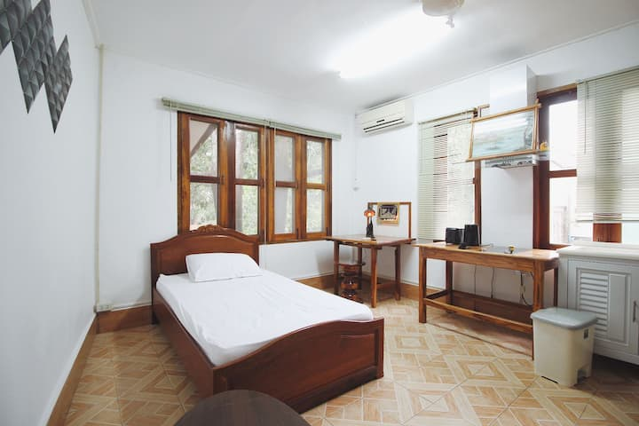 Vientiane Cozy Studio Room (2nd fl)