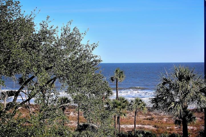 Superior Oceanfront Villa, Recently Updated 4th Fl - ฮิลตัน เฮด ไอแลนด์ - วิลล่า