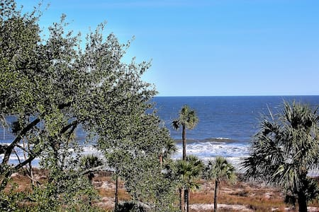 Superior Oceanfront Villa, Recently Updated 4th Fl - Hilton Head Island