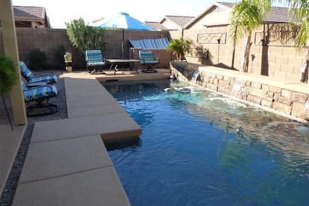 Beautiful one level home with a great private pool - Queen Creek - House