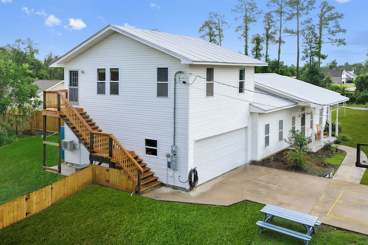 Treetops at Turner St apt - Waveland - Apartamento