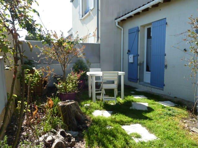 Studio avec jardinet près du centre ville