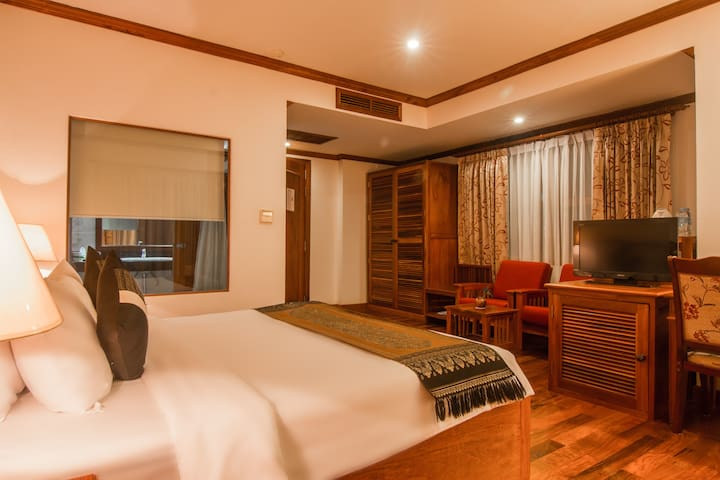 Deluxe Room + Free Pick Up