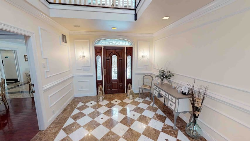 """Meadowbrook Estate's """"Royal"""" Family Suite"""