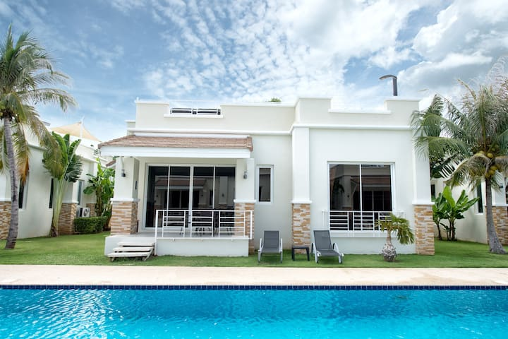 #8 Stunning 2 bed/ 2 bath poolside resort villa - Tambon Sam Roi Yot - Villa