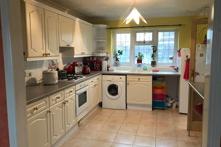 St Clements, cosy single room with parking