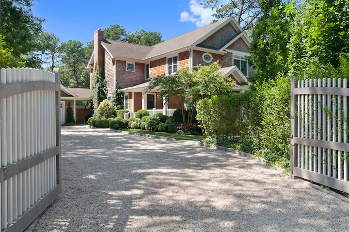 East Hampton/Sag Harbor  - 4BR Home w/Lush Gardens