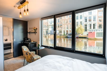 Canal House Boat Stay; brand new! Van Gogh Suite
