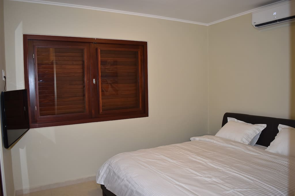 Bedroom with premium bedding sheets and pillows