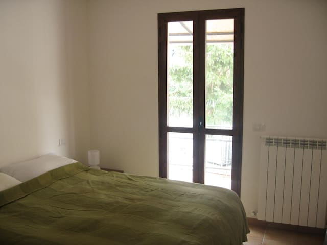 Double bedroom, access to rear terrace
