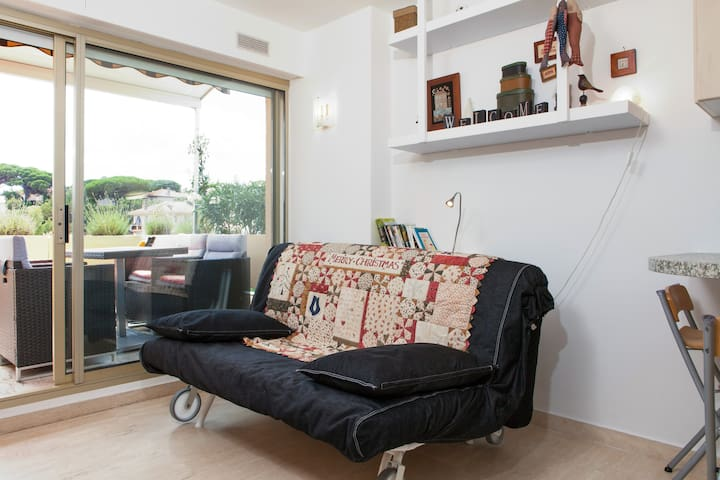 Little nest on Sunny French Riviera