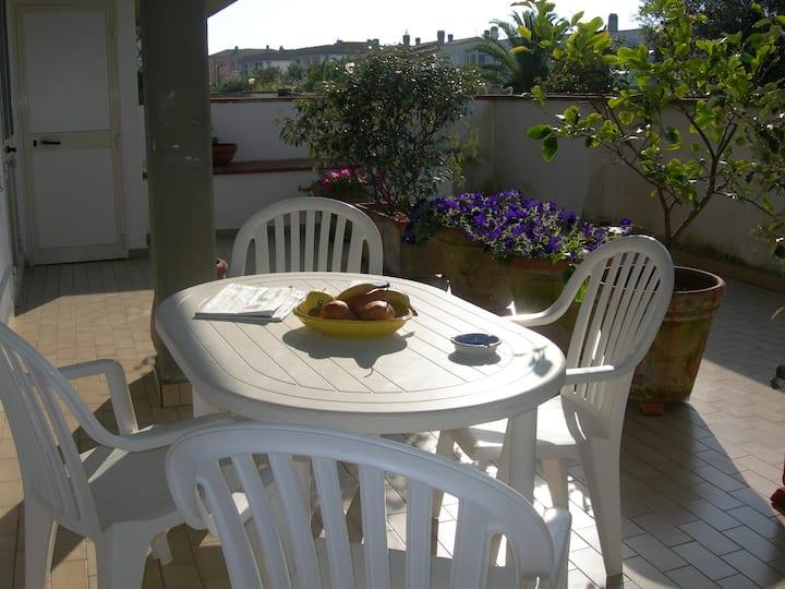 Appartamento 3 vani ampia terrazza fronte laguna