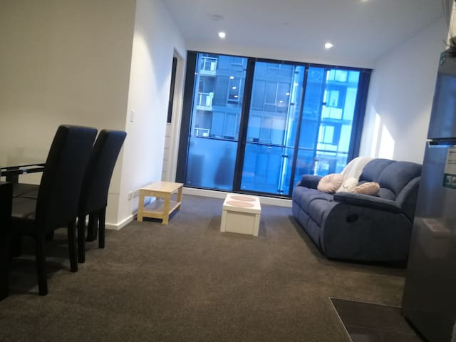 Southbank Apartment with Privet washroom-FEMALES