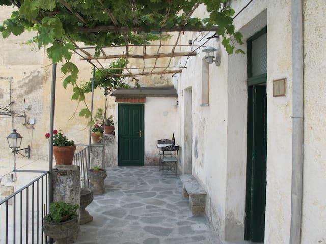 Affascinante casa Museo tra monti e mare - Aieta - บ้าน