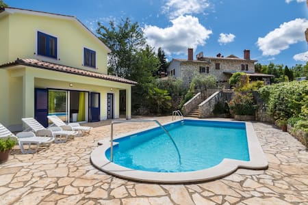 New built 4* villa , 6 km away from the sea - Kršan - Villa