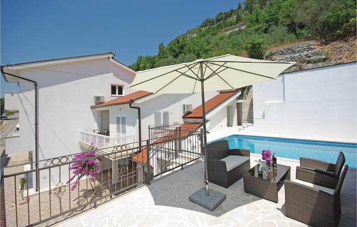Stunning home in Veliki Prolog with WiFi, 4 Bedrooms and Outdoor swimming pool