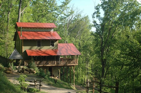 A romantic, family-friendly, private getaway in the woods.