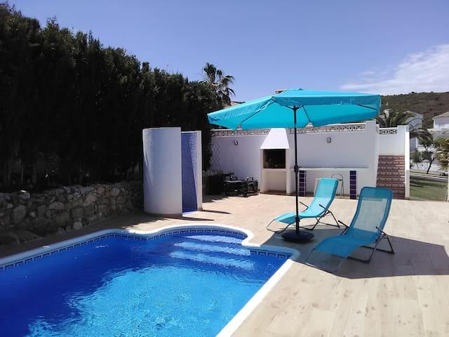 Villa indépendante avec piscine privée et vue mer