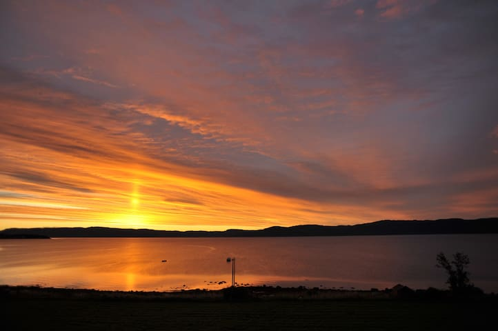 Midnight sun by Trondheim fjord - Frosta - Casa