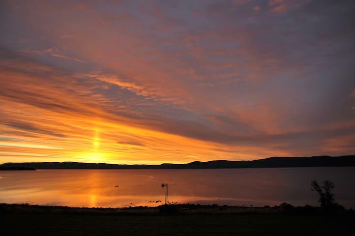 Midnight sun by Trondheim fjord - Frosta - Rumah