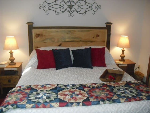 Steve's Charming 1 bedroom King Suite in the Barn - Saugerties - Apartment