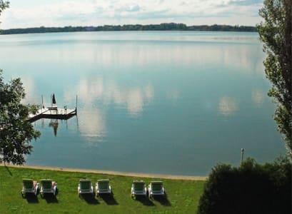 Les Villas Champêtres - Sur le lac - Venise-en-Québec - Huvila