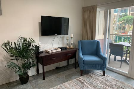2Br. RENOVATED / Poolside / Steps to the beach!
