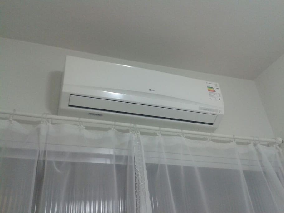 Brand new air conditioning - Ar condicionado novo.