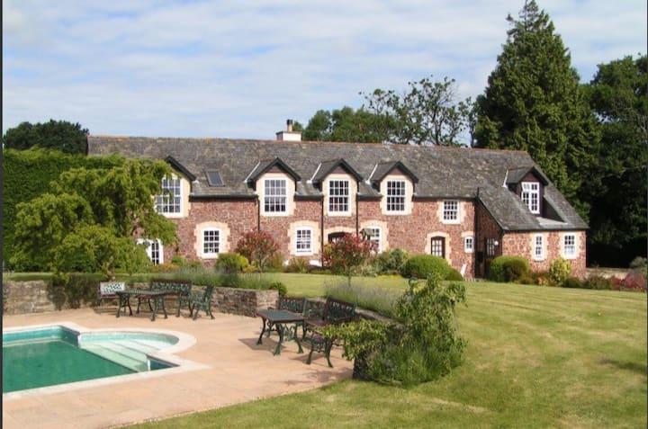 Periton Park Court: Garden Retreat (swimming pool)