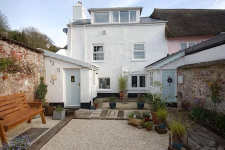 Cosy cottage including breakfast - Teignmouth - House