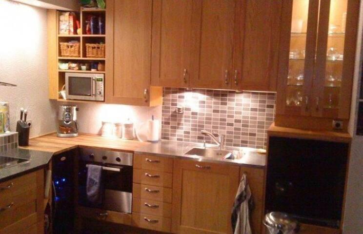 Hemtrevlig  3 rums lägenhet, 20 min från city - Sollentuna - Apartment