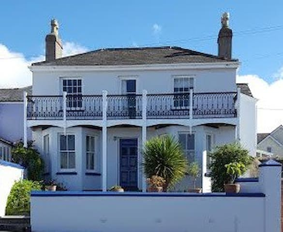 Period charm, superb costal views - Northam - Ev